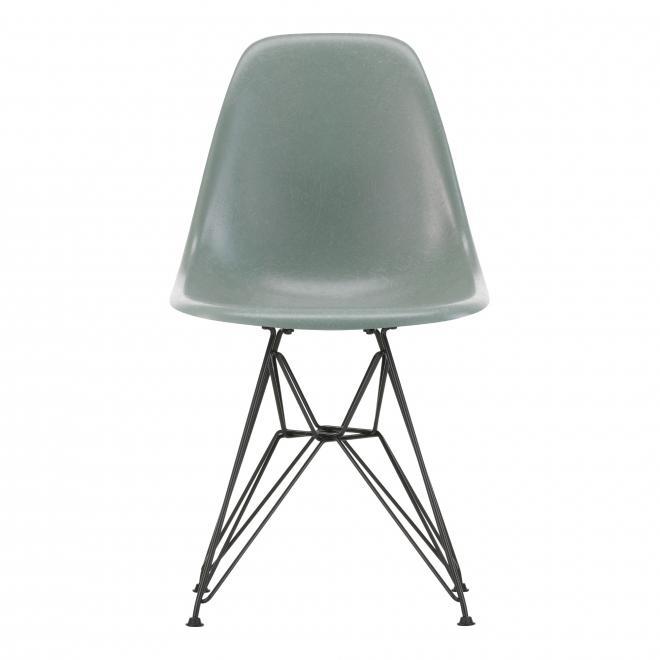 Eames Fiberglass Chair DSR Eames sea foam green | basic dark pulverbeschichtet | Gleiter weiß Hartboden